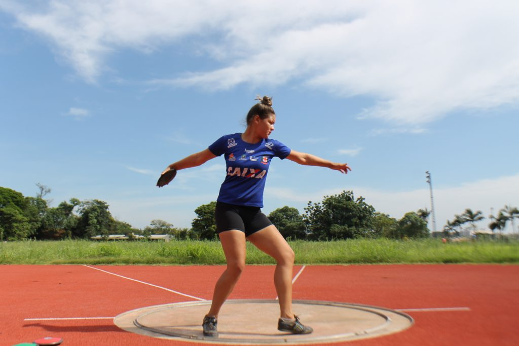 Maria Eduarda Gonçalves faz lançamento de disco no Paranaense Sub-20 de atletismo