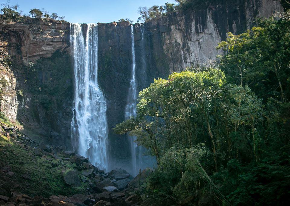 Salto do Apucaraninha é opção de turismo de aventura em Londrina e Norte do Paraná