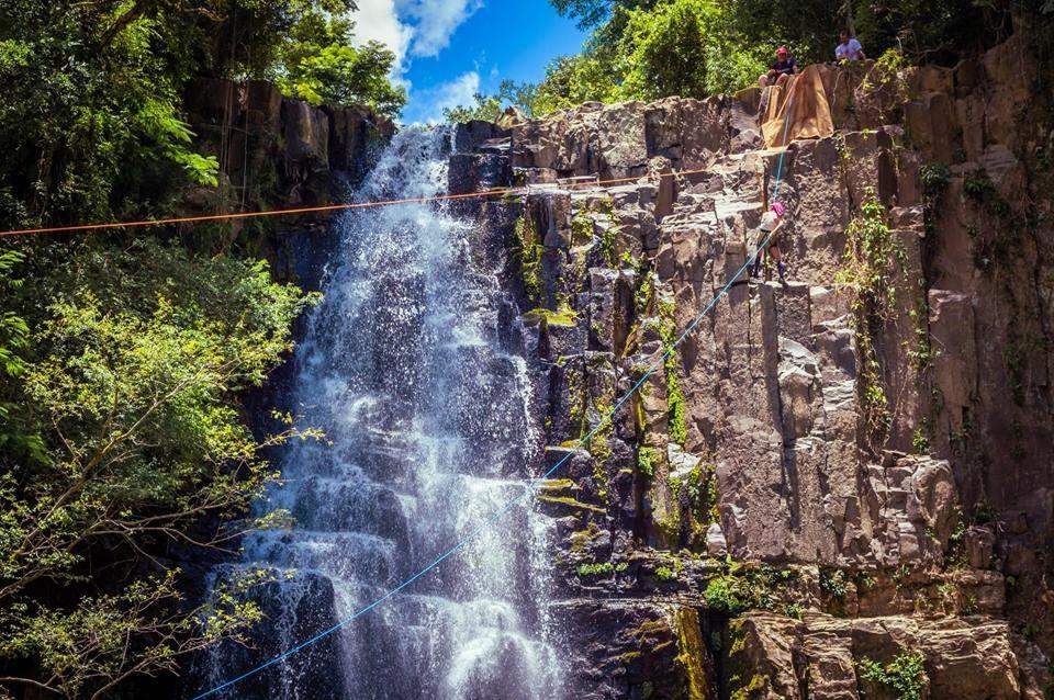 Cachoeira Bela Vista em Sapopema é opção de turismo no Norte do Paraná