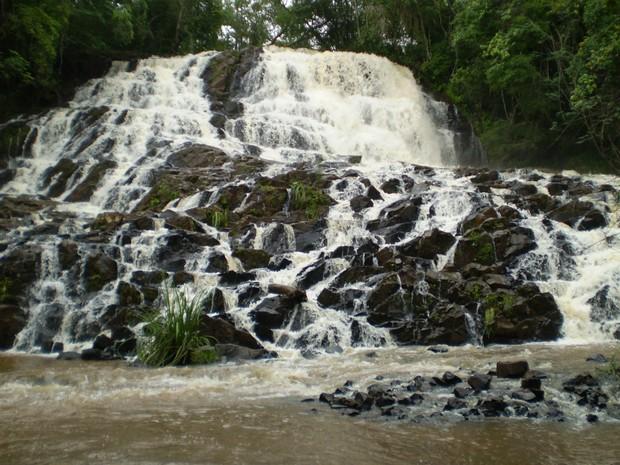 Cachoeiras em Faxinal são opção turismo de aventura no Norte do Paraná