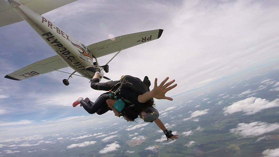 Fly Paraquedismo é opção de turismo de aventura em Londrina e Norte do Paraná