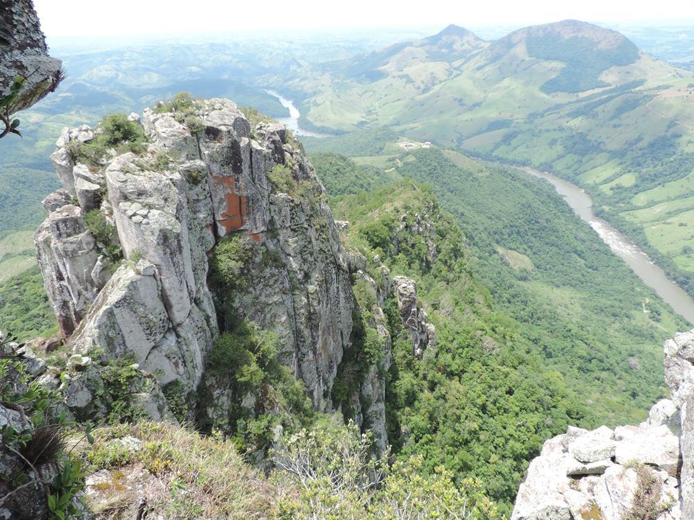 Pico do Agudo é opção de turismo de aventura no Norte do Paraná