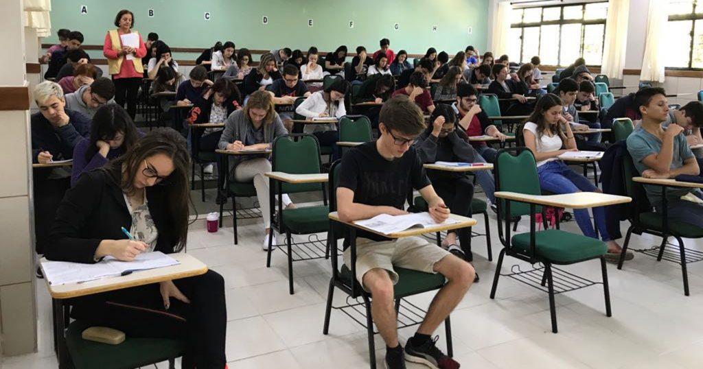 Alunos do Colégio Universitário participam do Simulado SAS Enem em Londrina