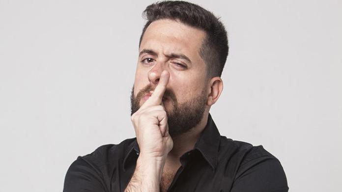 Maurício Meirelles se apresenta no Comedia de Quinta no Aurora Shopping