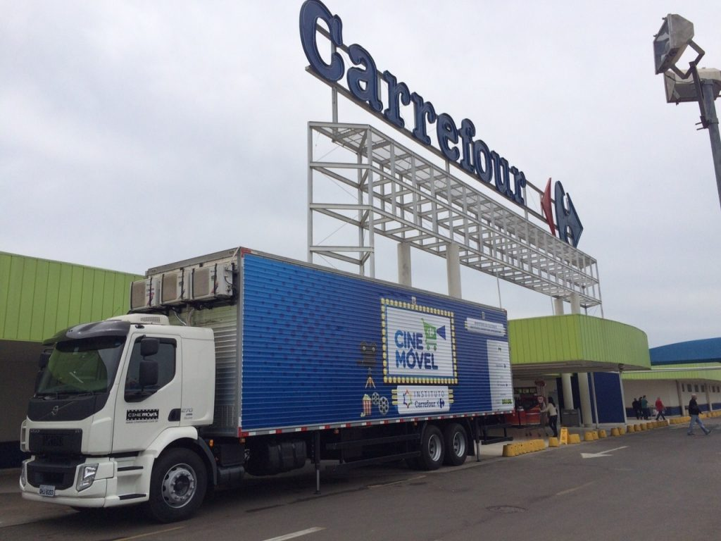 Cinemóvel Carrefour chega em Londrina