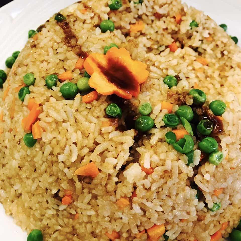 Gohan. O Tshu serve comida vegetariana e comida vegana!