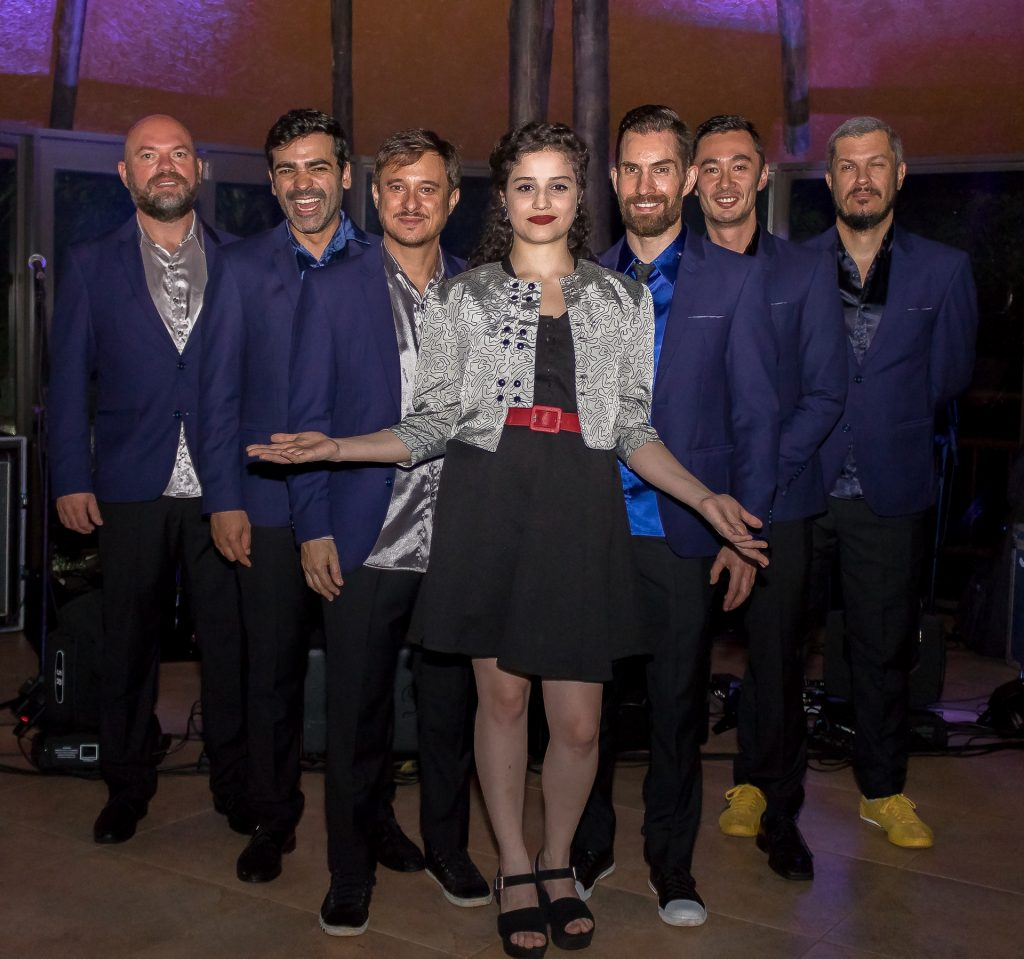 Carla Casarim, A Bela e os Tenores se apresentam no Aurora Shopping
