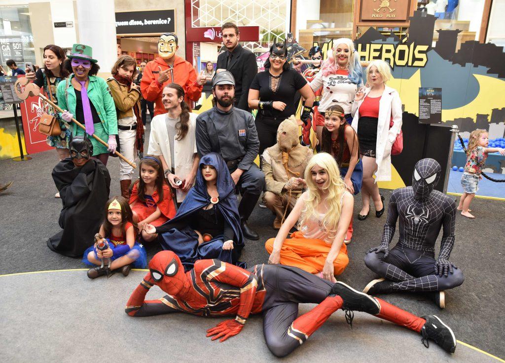 Cosplayers e atrações agitam últimos dias do Parque do Batman