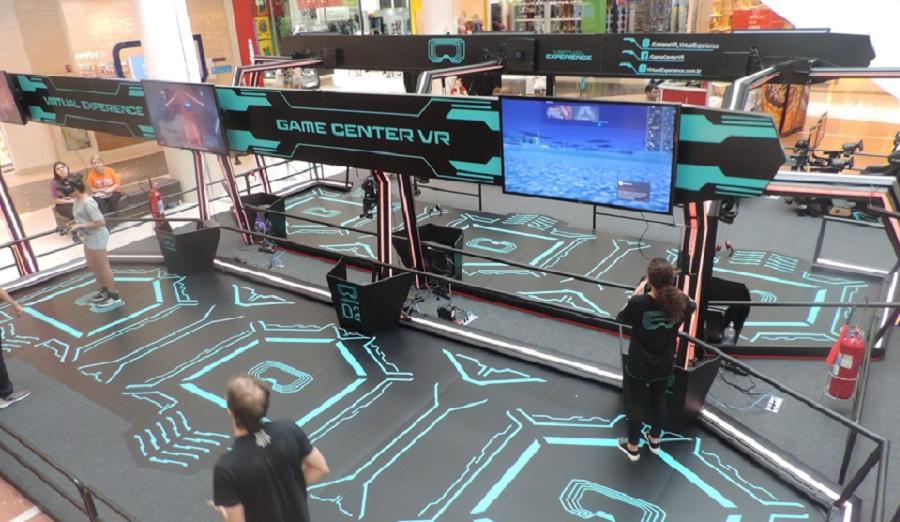 Arena de jogos virtuais atrai público de todas as idades