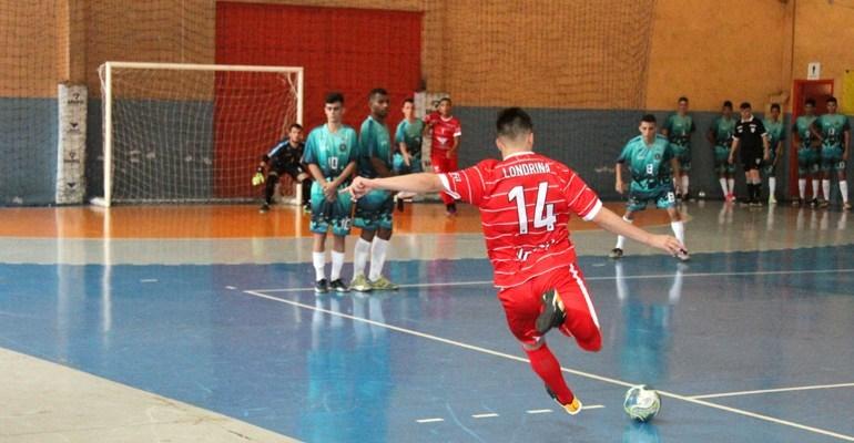 Aulas gratuitas de futsal no Vicente Rijo e no Moringão