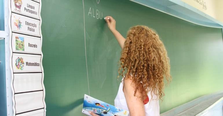 Novos professores já ensinam nas salas de escolas rurais