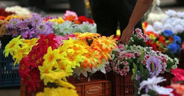 CMTU já cadastra ambulantes para a venda em cemitérios no Dia das Mães
