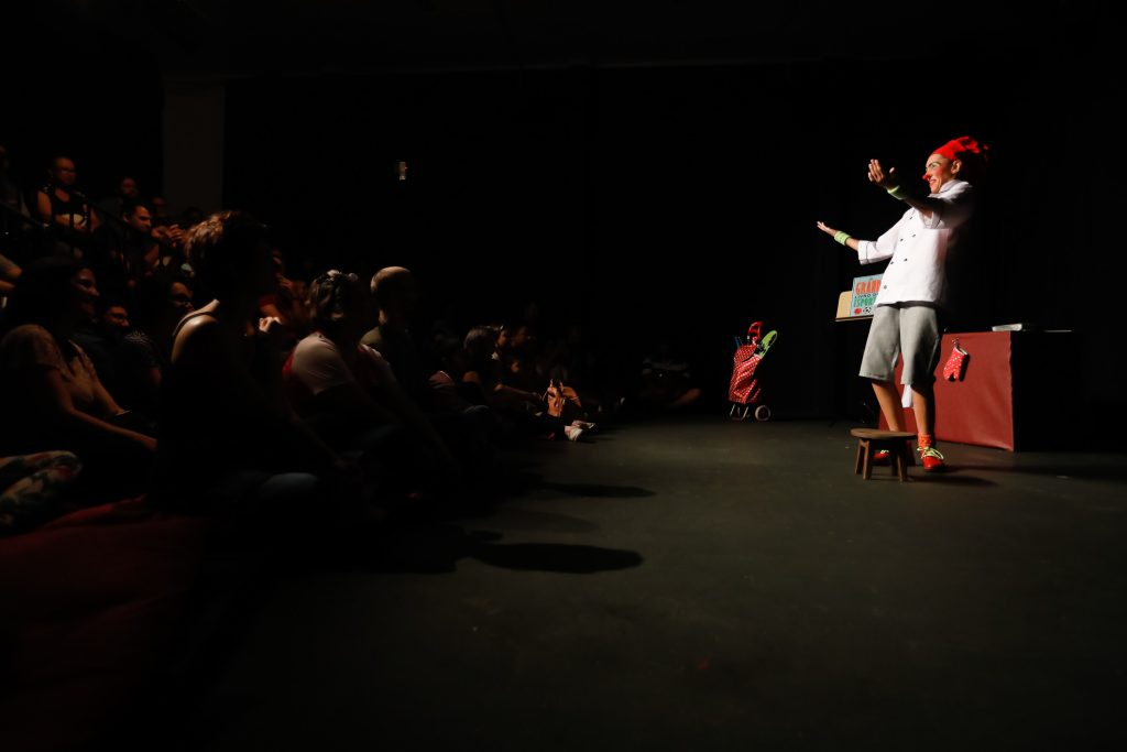 """Espetáculo londrinense """"Ao Ponto"""" será apresentado em Portugal"""