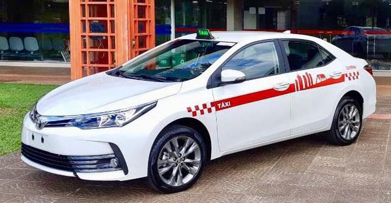 Novo padrão visual dos táxis de Londrina