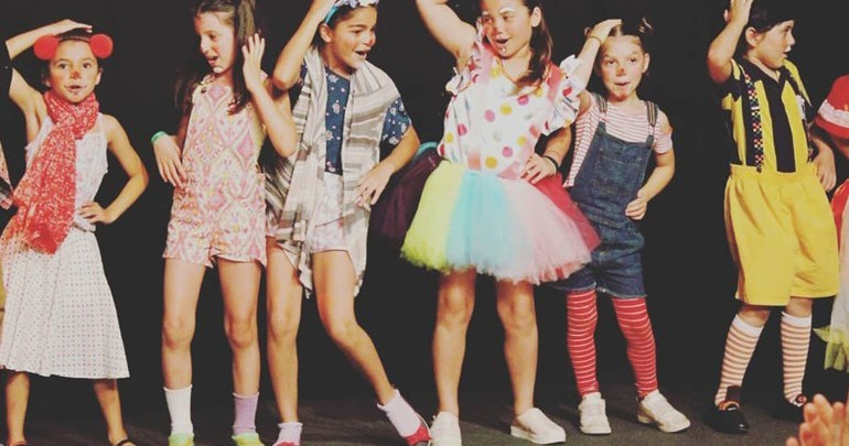Vila Triolé realiza oficina de circo para crianças