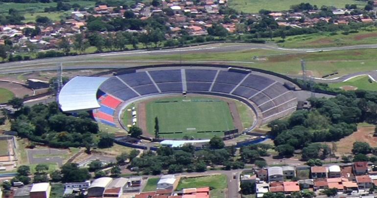 Descompactação do gramado do Estádio do Café começa neste mês