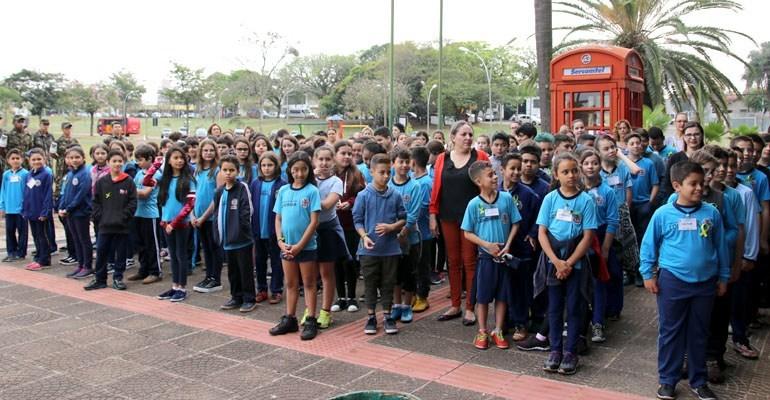 Escolas promovem desfile referente ao Dia da Independência