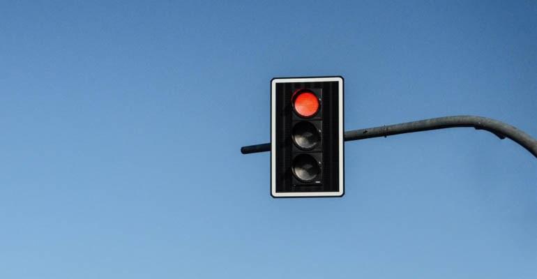 Avenidas Europa e Dez de Dezembro passam a contar com novos semáforos