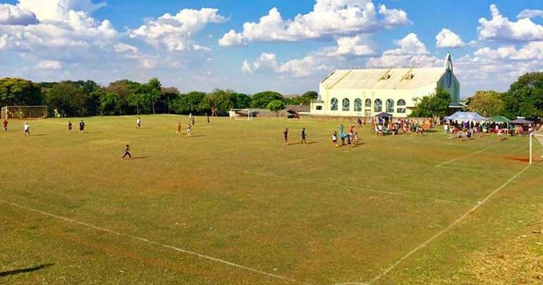 Prefeitura promove obras de reforma do campo esportivo do Luiz de Sá