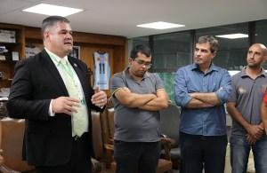 Equipe de atletismo visita Prefeitura e apresenta novo projeto