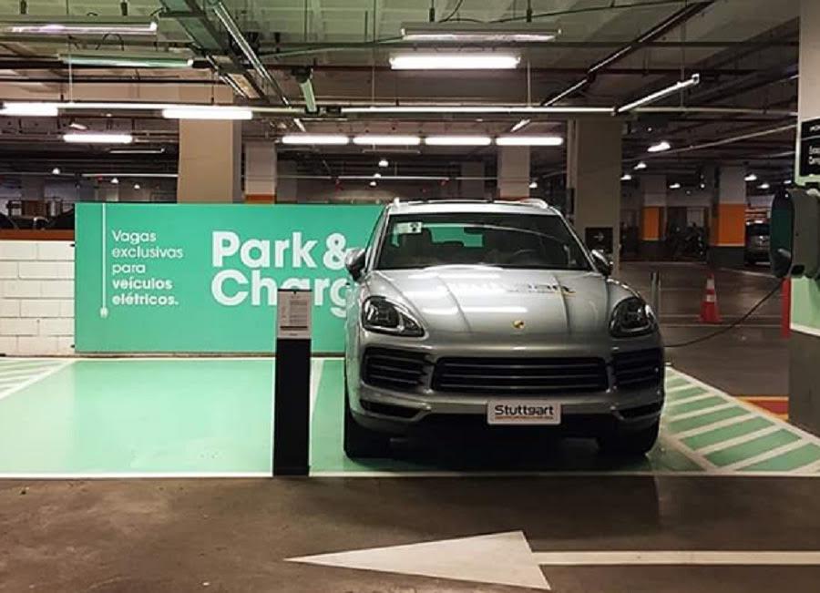 Aurora e Porsche Brasil instalam estação de recarga para veículos elétricos e híbridos